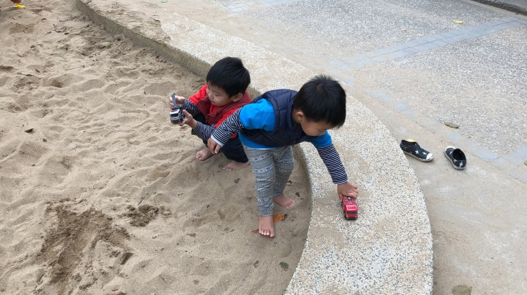 青年公園玩沙